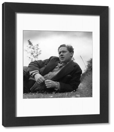 Welsh poet and playwright Dylan Thomas (1914 - 1953), relaxing outside. Original Publication: Picture Post - 4156 - Nest Of Singing Birds - pub. 1946 (Photo by Francis Reiss/Getty Images)