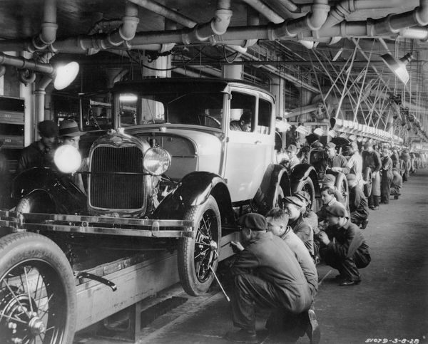 1927: The production line at a Ford motor factory in Michigan, USA. (Photo by Hulton Archive/Getty Images)