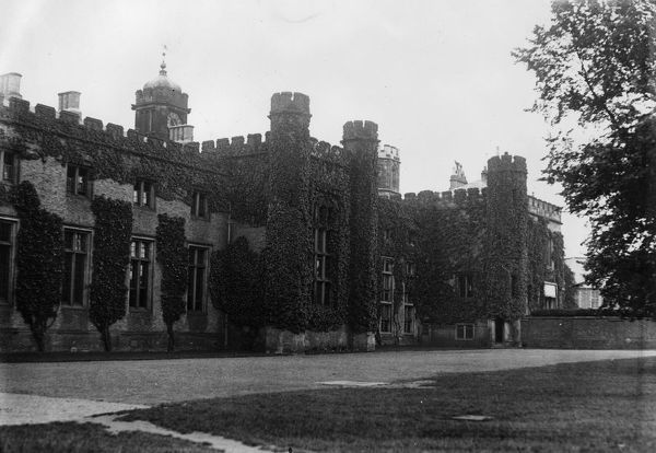 Rugby School. circa 1935: Rugby School in Warwickshire. (Photo by Fox Photos/Getty Images)
