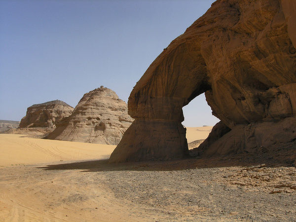 'Tine Lopo' Rock Arch in the Sahara Desert