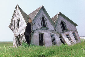 architecture/derelict buildings/abandoned architecture building canada collapsing