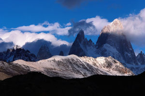 Argentina, Los Glaciares NP, clouds drifting by Mt. Fitzroy