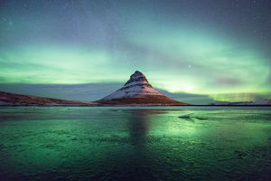 Aurora over Kirkjufell reflection