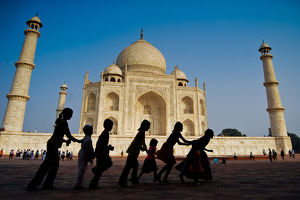 Children are playing in front of Taj Mahal