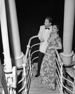 hulton archive/couple evening wear