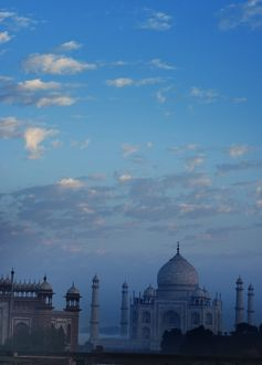 Early morning view of the Taj Mahal, Agra, Uttar Pradesh, India