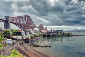 houses of north queensferry and the forth bridge
