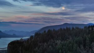 Moonrise at Columbia River Gorge