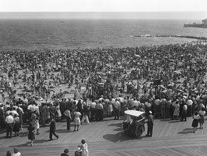 hulton archive/people beach