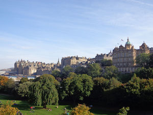 travel/unesco world heritage/princes street gardens old town edinburgh scotland