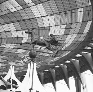 photographers/george marks photography/sculpture chariot glazed roof bw low angle