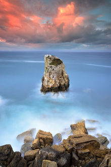 global landscape views/fred concha photography/solitary rock located peniche coastline portugal