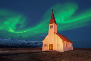 Spectacular northern lights appear Over Church