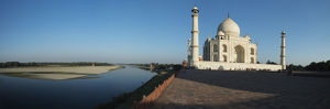 Taj Mahal at bank of Yamuna River, Agra, Uttar Pradesh, India