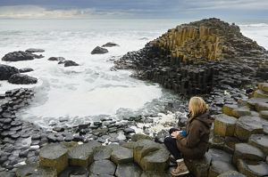 earth/incredible rock formations giants causeway county antrim northern ireland/woman giants causeway north ireland united